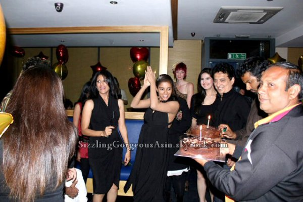 Housefull 2 Party Unseen pics!