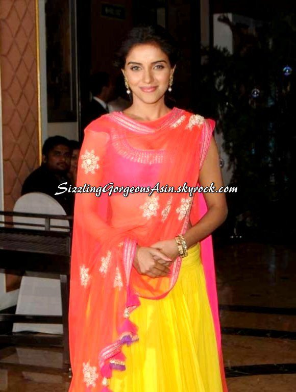 Beautiful Asin snapped at Ritesh & Genelia Sangeet Ceremony