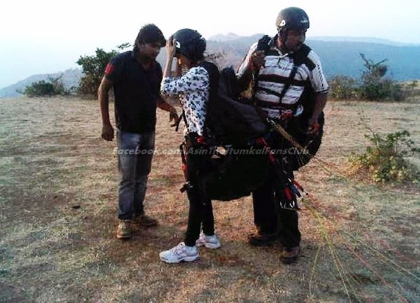 Asin goes paragliding!