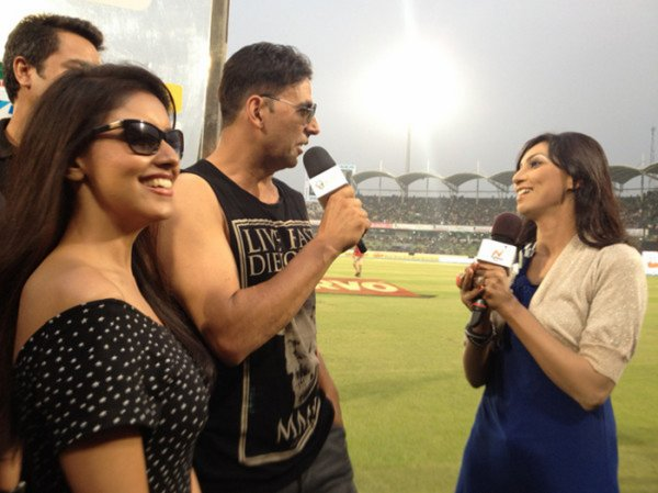 Akshay Kumar & Asin Spotted at Bangladesh For Ind vs pak match..
