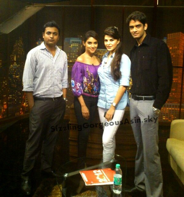 Exclusive Pic Asin & Jac with Fans at ETC Bollywood studio promoting Housefull 2
