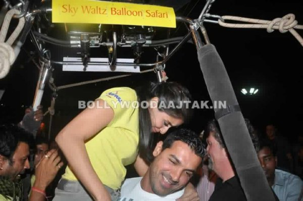 'Housefull 2' team's unique promotional stunt on a hot air balloon