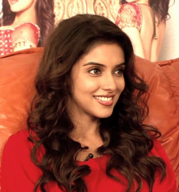 Asin moves from one comic world to another with 'Bol Bachchan'