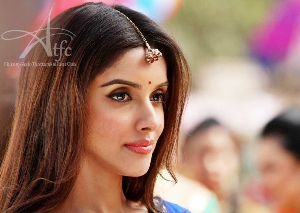 Asin's first look in Bol Bachchan
