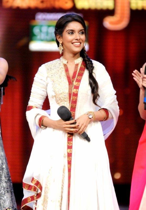 Asin on the sets of Jhalak Dikhhla Jaa
