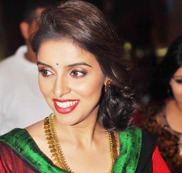 Asin won SIIMA Best Actress Award For Kaavalan!