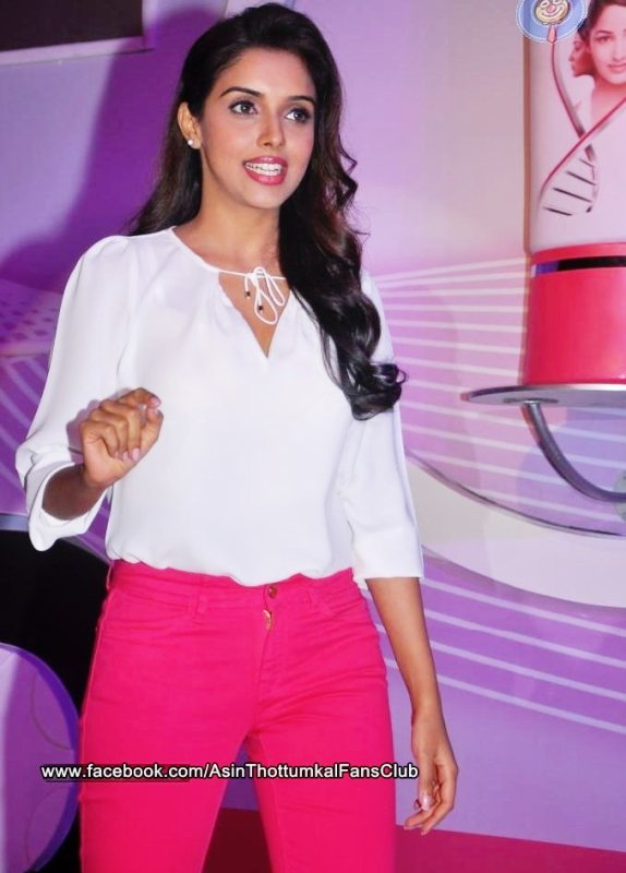 Asin Launches Fair and Lovely Expert Express in Hyderabad ツ