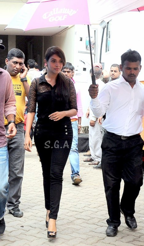 ►► Asin snapped at Mehboob Studios ◄◄