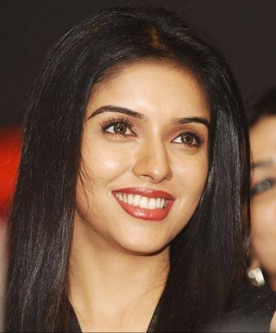 Asin invited to attend Indian GP