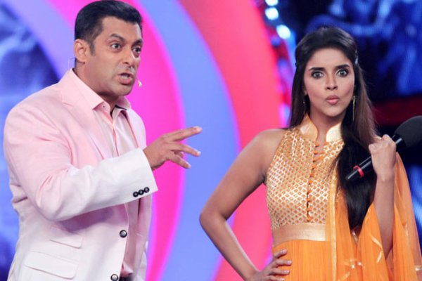 Salman Khan, Akshay Kumar and Asin on the sets of Bigg Boss 6