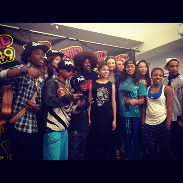 Rencontre avec quelques fans à  Wild 94,9 à Oakland le 4 Août 2012.