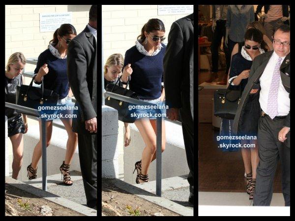 le 1 aout 2013 - selena arriver à Jimmy Kimmel à Los Angeles.