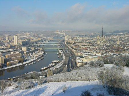 Rouen sous la neige.... Hiver précoce on dirait ! Beau mais pas chaud ....