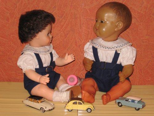Michel et Jacky portent les mêmes tenues ; Modèles M&T de juin 1957.
