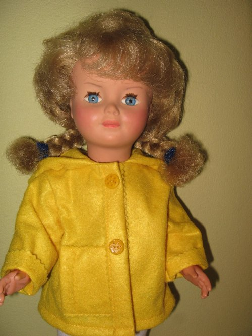 Marie-Françoise porte la tenue de décembre 1969.