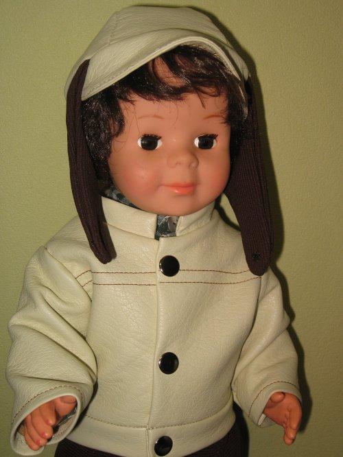 Mon 1er Jean-Michel est ravi de porter cette tenue de son époque !