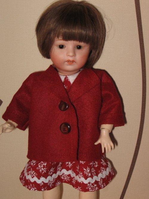 Voici la petite veste assortie pour Loulotte !