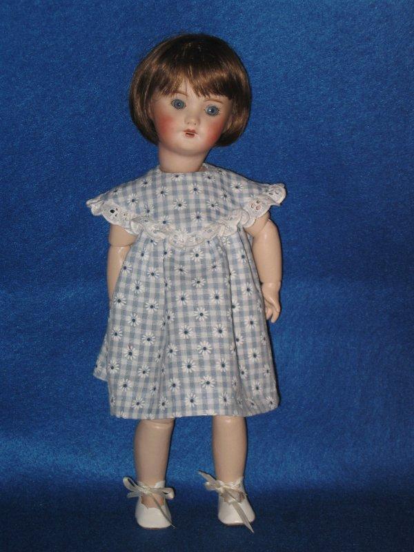 Adaptation d'une robe de Bleuette pour Loulotte