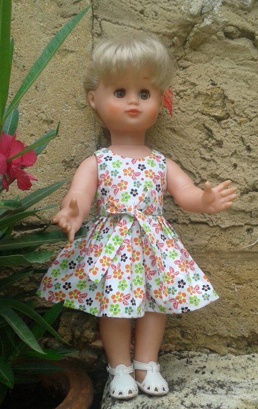 Enfin, la robe d'août 2016 pour mon Emilie préférée, c'est la première Emilie que j'ai eue, blonde aux yeux noisette !