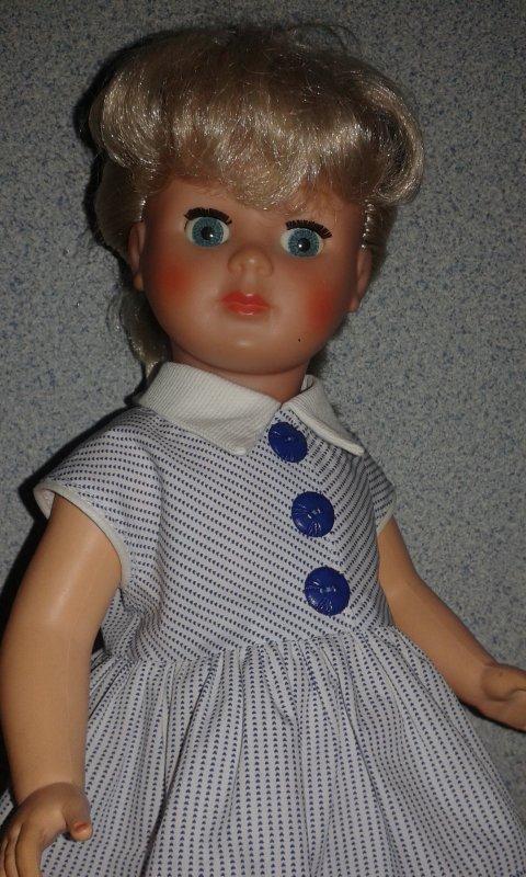 Marie-Françoise porte la robe de juin 1957