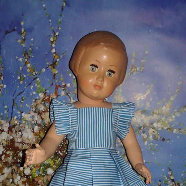 Françoise a choisi une autre tenue, la robe de Juin 1953