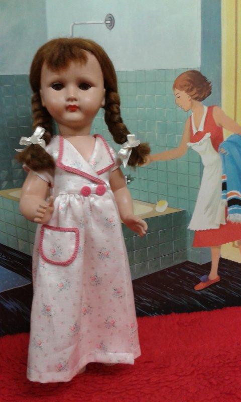 Mais qui est donc cette fille là qui arrive à la salle de bain alors qu'il y a déjà beaucoup de monde ?