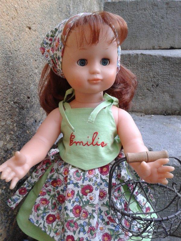 Emilie en fermière de mars 2002