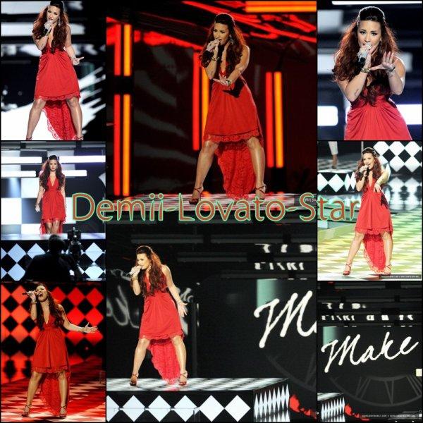 Demi était au People's Choice Awards 2012 le 11 Janvier à Los Angeles en Californie.
