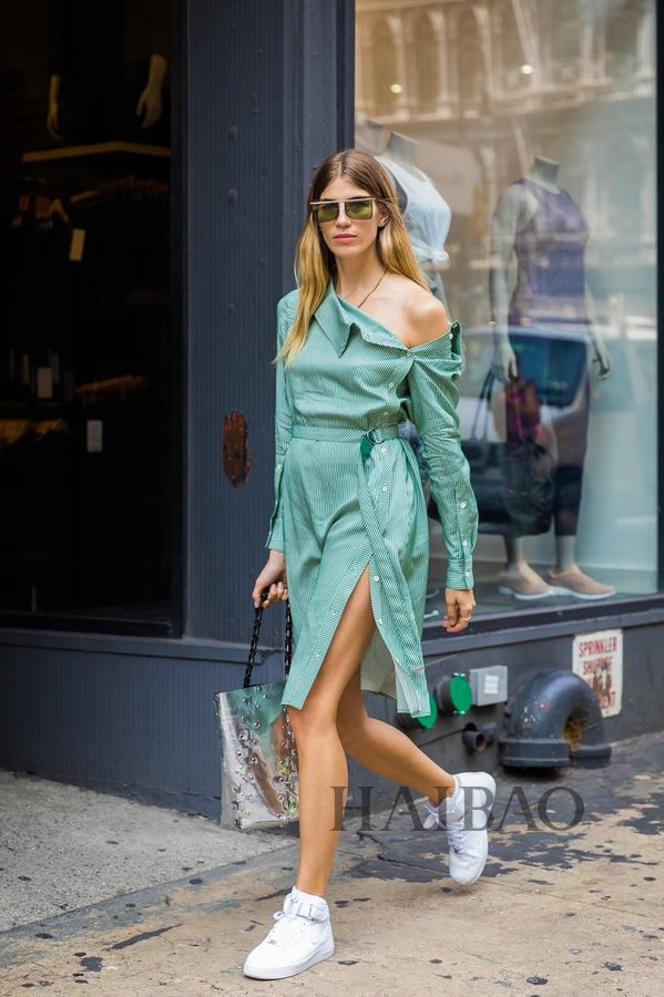 2018 spring and summer New York Fashion Week street blowing fashion trend - asymmetrical one shoulder