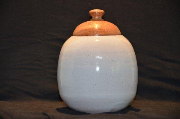 Pot tourné, terre rouge - émail blanc - couvercle bois tourné - Merbau
