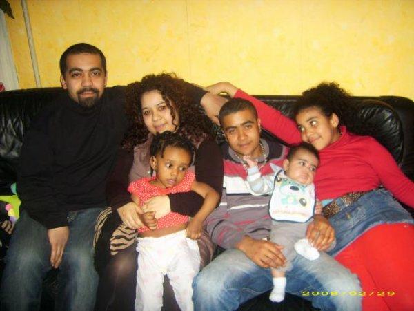 Thierry et Christopher mes  frères , Marie-Laure ma soeur , Maélisse ma nièse , Noa mon neuveu et Monica c'est moi ;)
