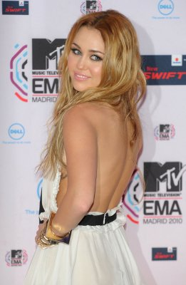 Miley Cyrus < HAPPY 19th BIRTHDAY MILEY CYRUS !