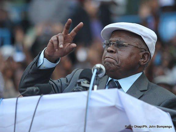Grand meeting de l'UDPS au stade des martyrs : ETIENNE TSHISEKEDI PROMET UN CONGO NOUVEAU AU JANVIER 2012 . Par DEDEBUNDES