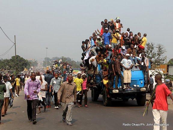 YA TSHI-TSHI EN IMAGE : Après sa tournée katangaise, Etienne Tshisekedi est arrivé mardi à Kinshasa .Par DEDEBUNDES