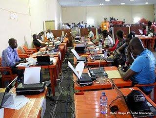 Présidentielle-RDC: les habitants de Kinshasa attendent les résultats dans l'inquiétude