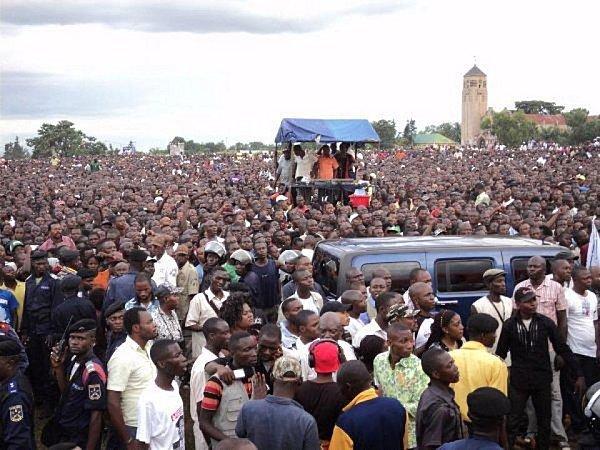 Etienne Tshisekedi appelle à manifester pacifiquement