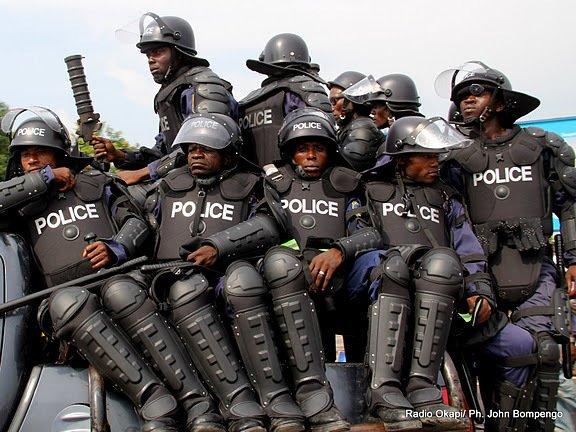 Chasse aux Kasaïens même au sein de la Police nationale ! Le capitaine Kasongo Mwamba Paul de la PIR arrêté et torturé pour avoir salué un avocat d'Etienne Tshisekedi.