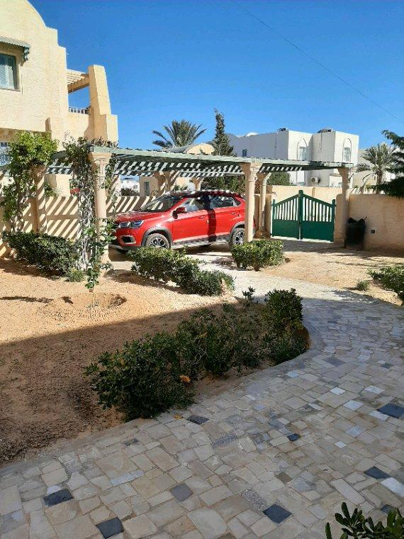 Ma nouvelle voiture et Djerba toujours sous le soleil