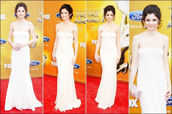 . 26/02/10 : Notre sublime Selena été présente au 41st NAACP Image Awards à Los Angeles.  .
