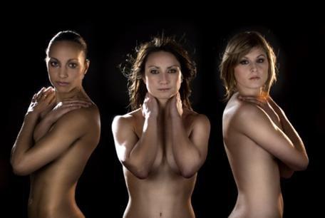 Les Bleues se dénudent (Sarah B, Gaëtane T, Corinne F)