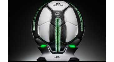 Adidas fabrique un ballon intelligent...