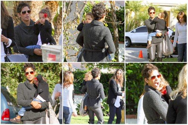 Le 9 Décembre, Nahla a été vue en compagnie de sa maman Halle se promenant dans les rues de Beverly Hills
