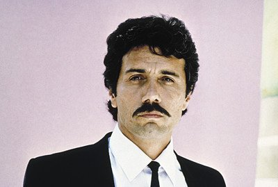 Edward James Olmos as le lieutenant marty castillo