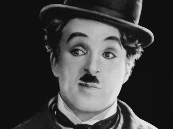 """"""" Mon miroir est mon meilleur ami, car lorsque je pleure, il ne rit jamais."""" Charlie Chaplin"""