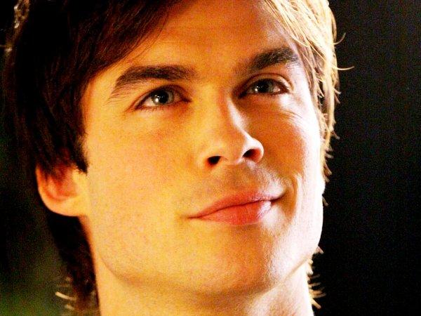 """"""" Tu veux entendre la mauvaise nouvelle ou la très mauvaise nouvelle ? Bon je vais reformuler ma question : tu veux entendre que le conseil est de nouveau en mode vampire ouu que je viens de tuer John Gilbert ? Super fête hein ? """" Damon Salvatore (The Vampire Diaries)"""