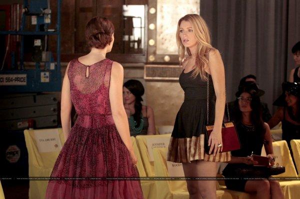 """""""Certains disent que l'amour est une rivière, d'autres une chanson idiote. Certains disent qu'il est partout autour de nous, cela nous conduit où nous appartenons. Certains disent que c'est un rire sous la pluie, mais dans l'Upper East Side nous savons tous que l'amour, c'est la douleur."""" Gossip Girl"""