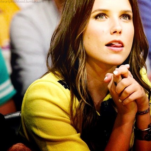 """"""" J'ai jamais eu l'impression de te manquer. Et je crois qu'à force, t'as arrêté de me manquer aussi."""" Brooke Davis (Les Frères Scott)"""