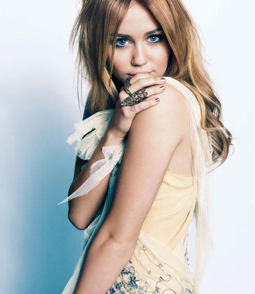 """"""" Ma mère m'a toujours dit que les imperfections sont la beauté. Nous sommes tous imparfaits."""" Miley Cyrus"""