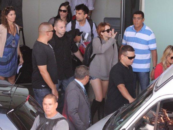 11.05.11 Miley arrive à Rio de Janeiro