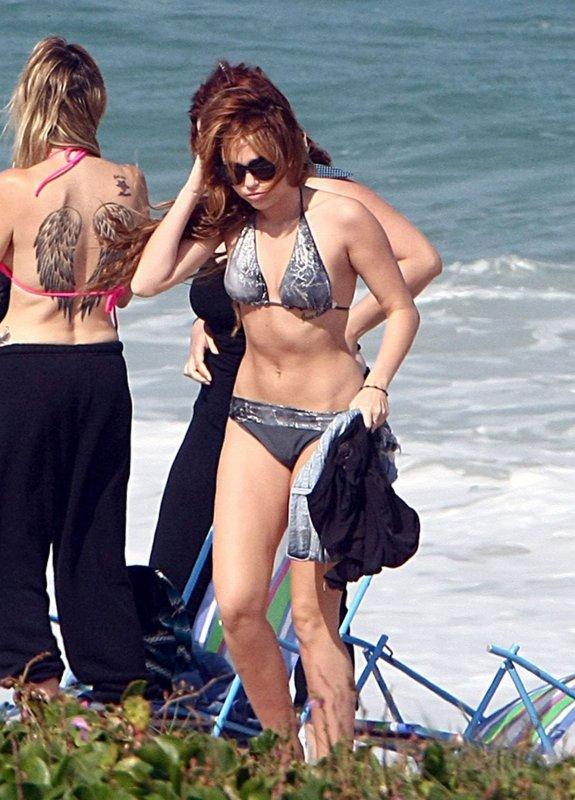 12.05.11 Miley à la plage, Rio De Janeiro